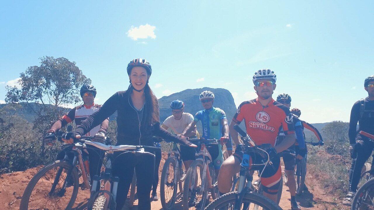 Radical: Briza percorre uma trilha de 20km com um grupo de mountain bike