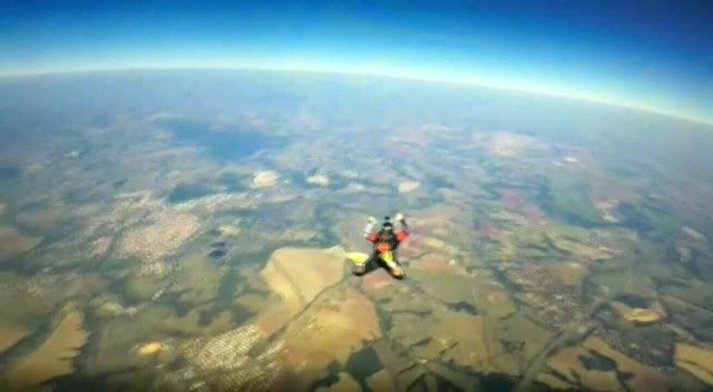 Vídeo Mostra Salto Da Paraquedista Que Morreu Ao Ser Atropelado Por Carreta Em Rodovia