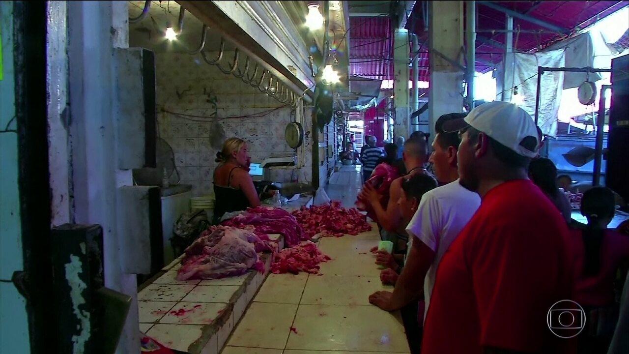 Venezuelanos compram carne estragada em promoção