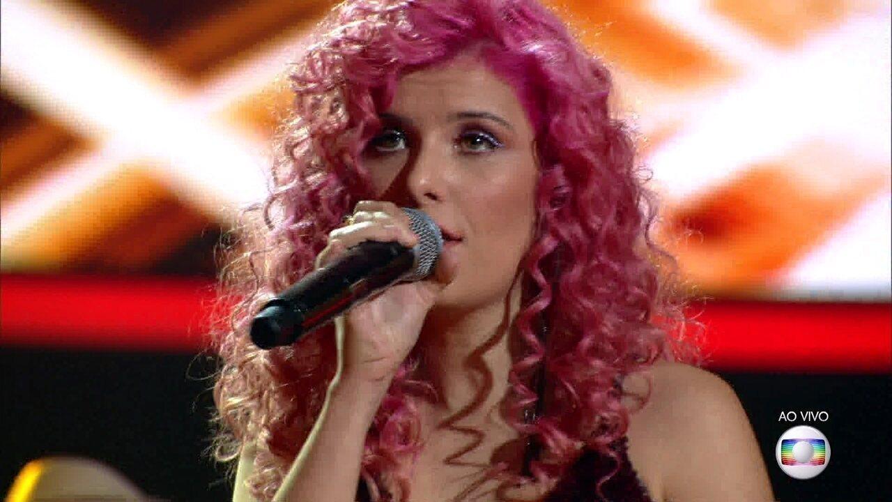 Isa Salles canta