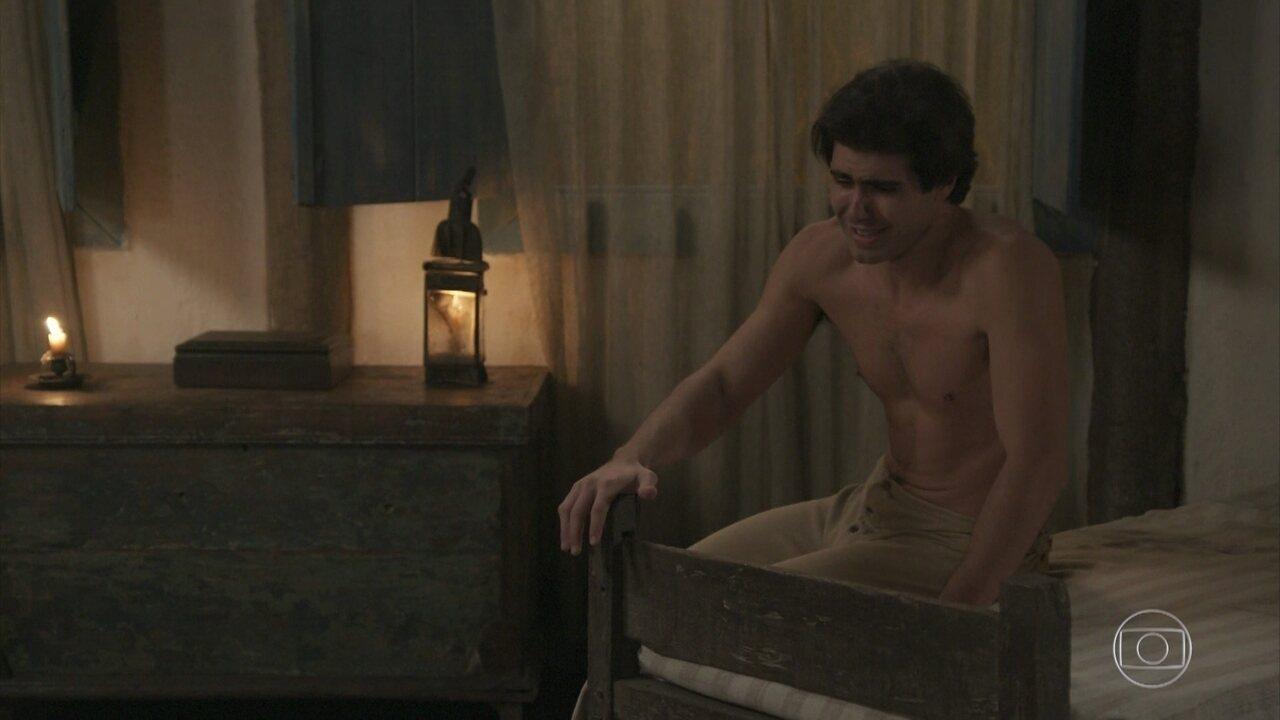 Em 'Orgulho e Paixão', Luccino assume que gosta de Otávio e é expulso de casa
