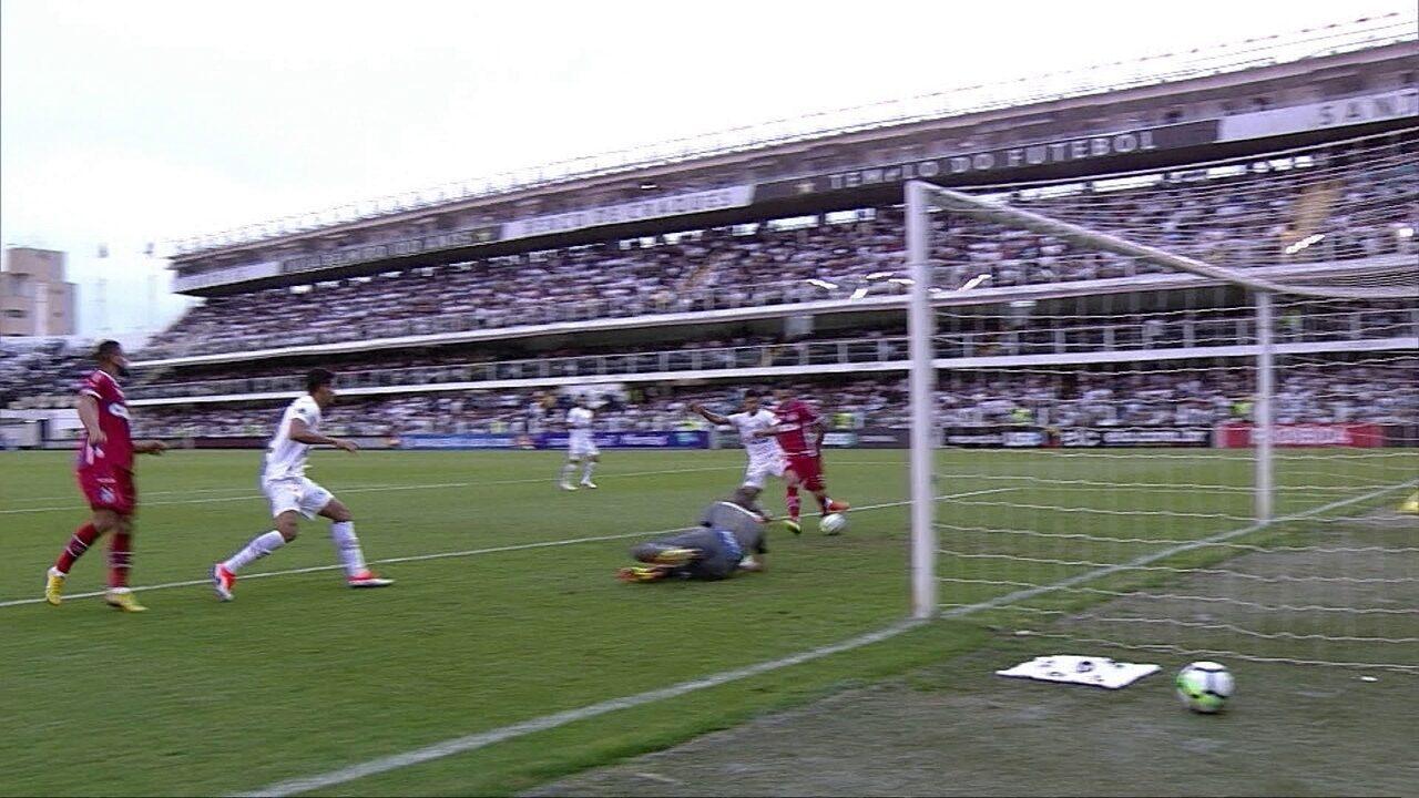 Zé Rafael cruza, Vanderlei não consegue a defesa e Edgar Junio quase marca aos 07 do 1º