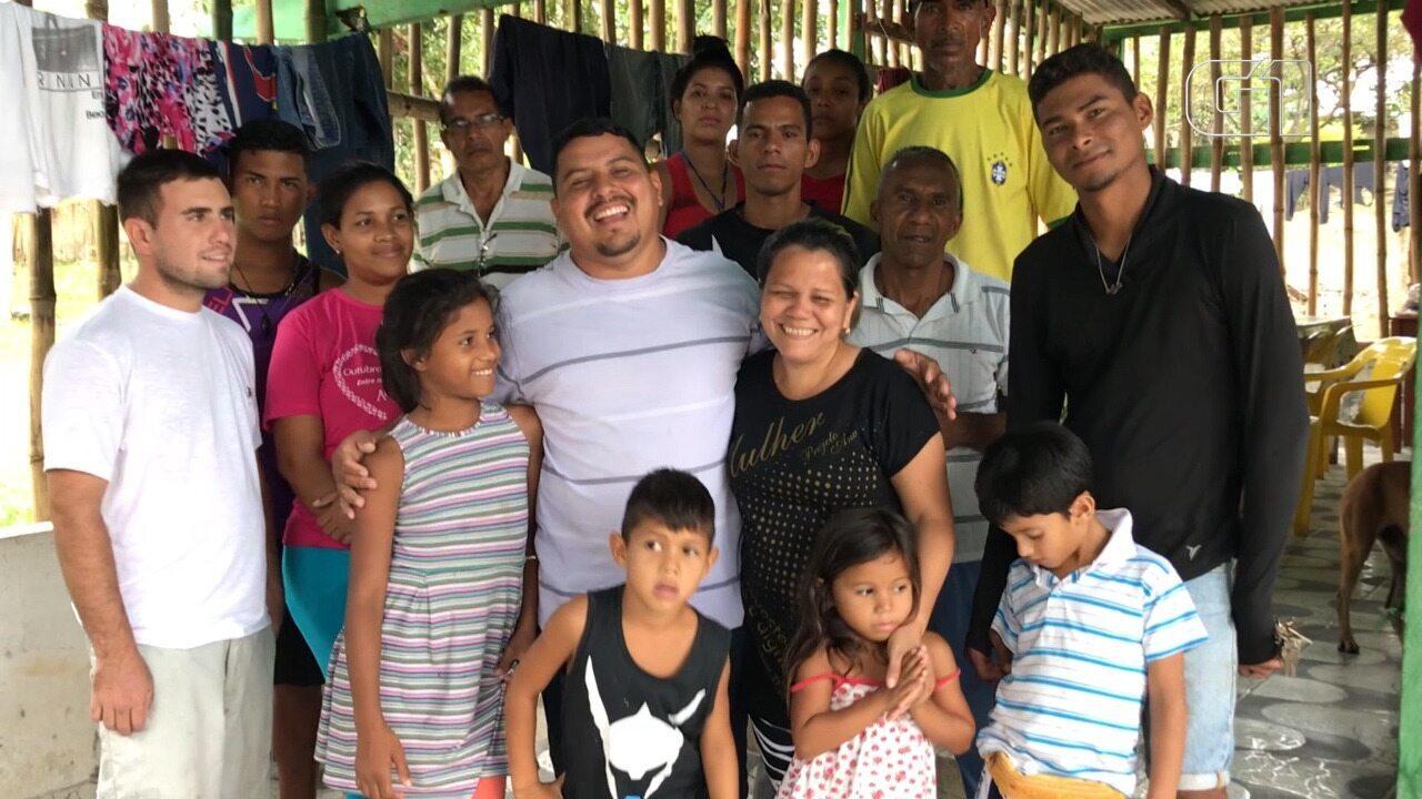Brasileiros abrigam imigrantes venezuelanos em meio a conflito em Pacaraima, Norte de RR