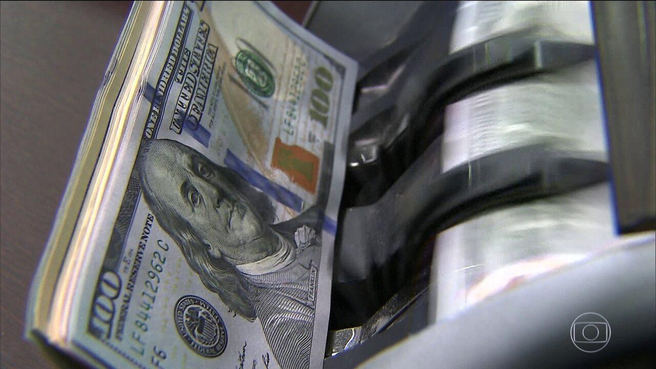 Dólar encarece o sonho de quem planeja viajar para o exterior
