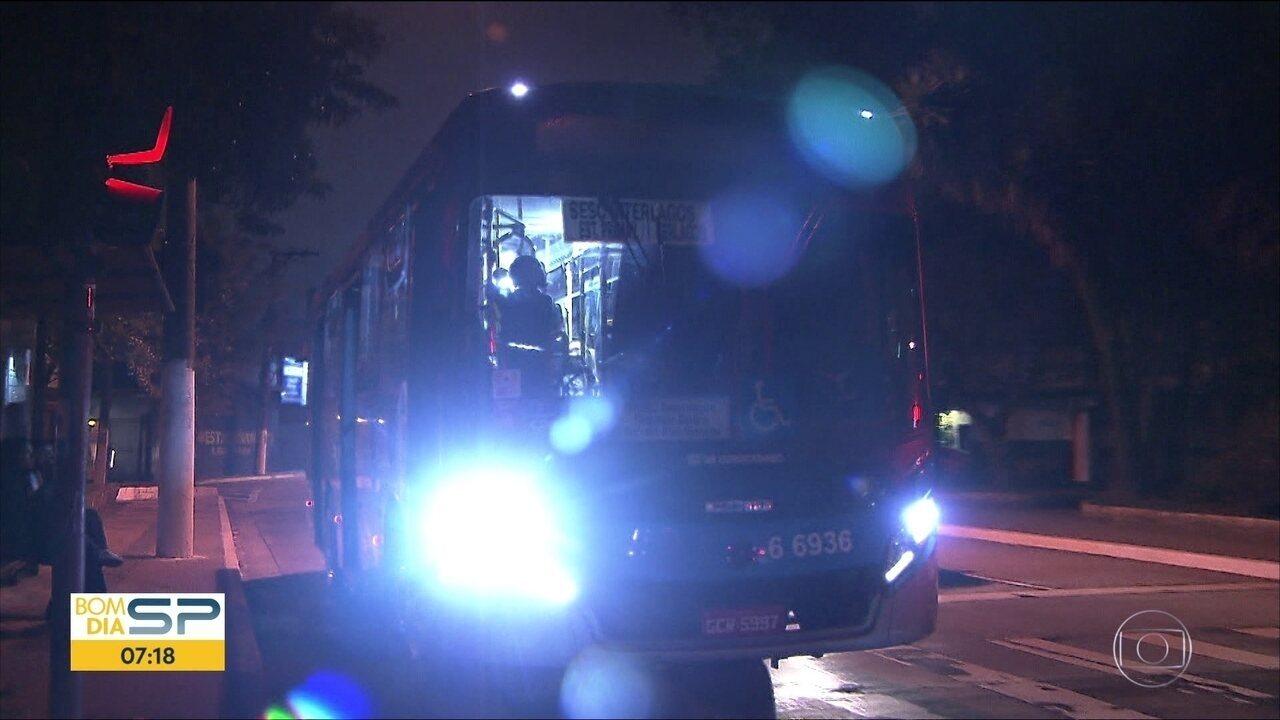 Motoristas de ônibus de SP desligam letreiro e ignoram paradas por medo de assaltos