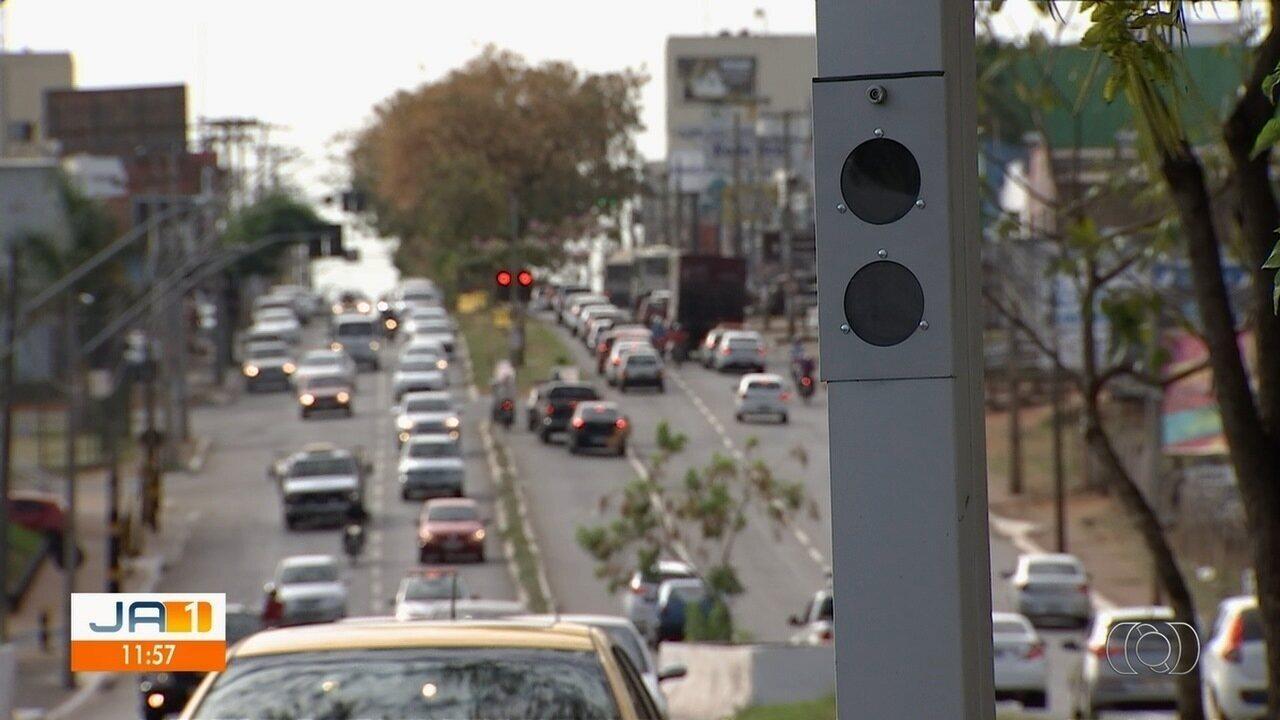 Novos fotossenssores começam a funcionar em 44 faixas de Goiânia