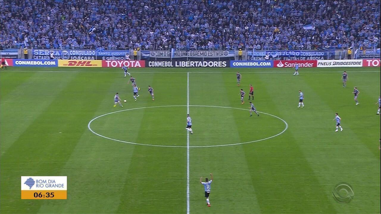 Alisson faz gol no fim, converte pênalti e salva o Grêmio na Libertadores