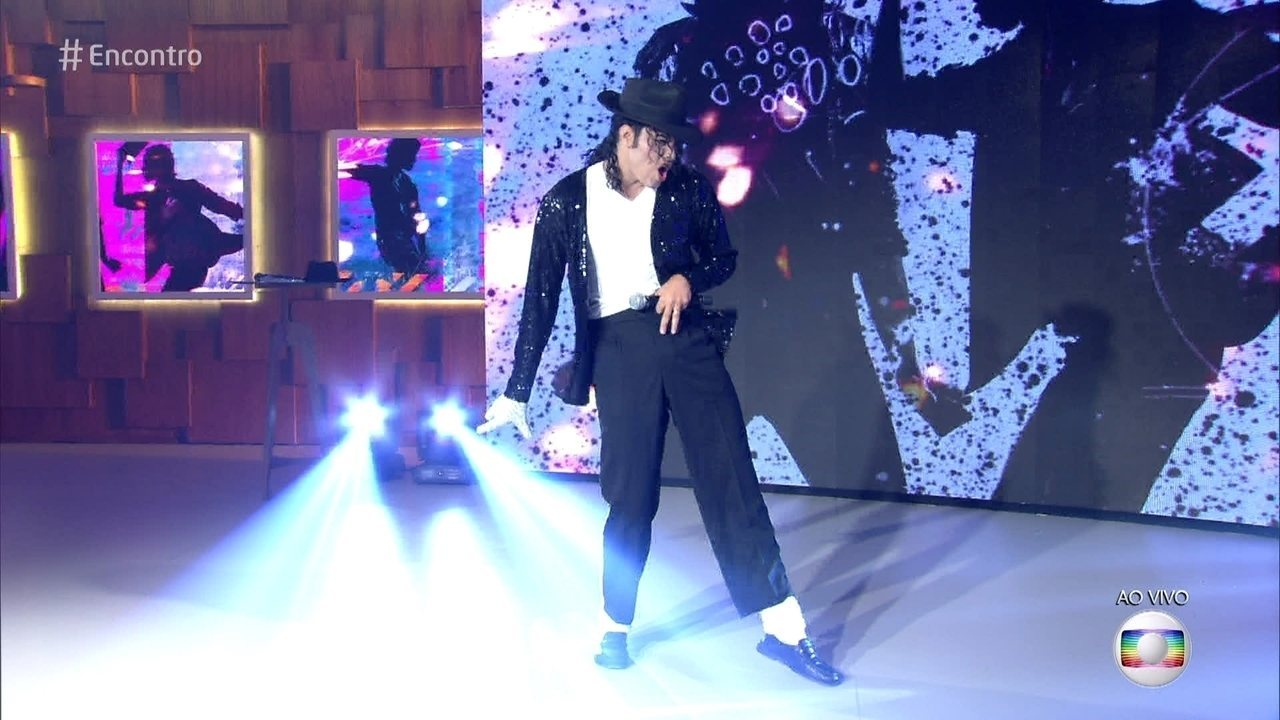 Cover de Michael Jackson dança e ensina passos do Rei do Pop