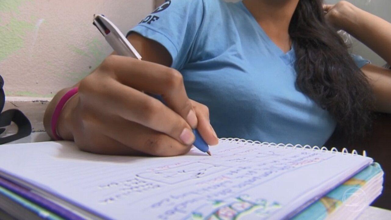 Sete em cada 10 alunos do ensino médio têm nível insuficiente em Português e Matemática