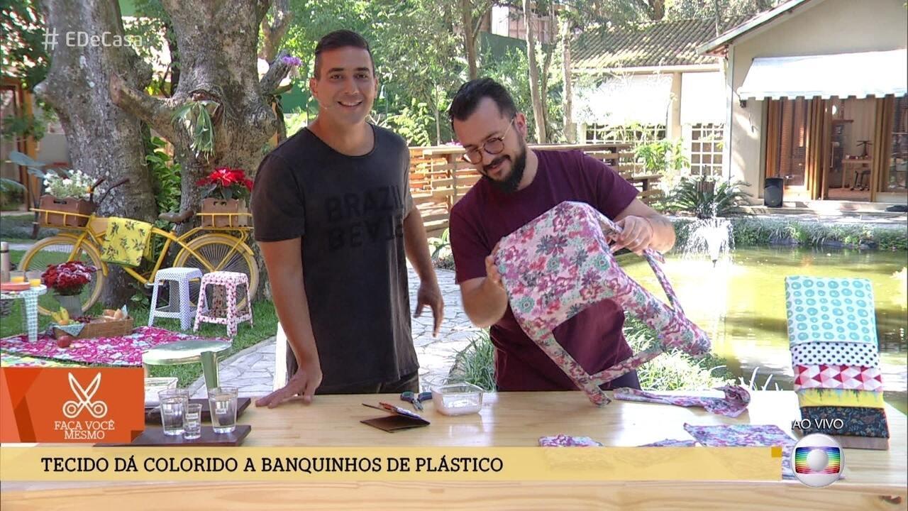 Aprenda a renovar o visual de banquinhos de plástico usando tecidos