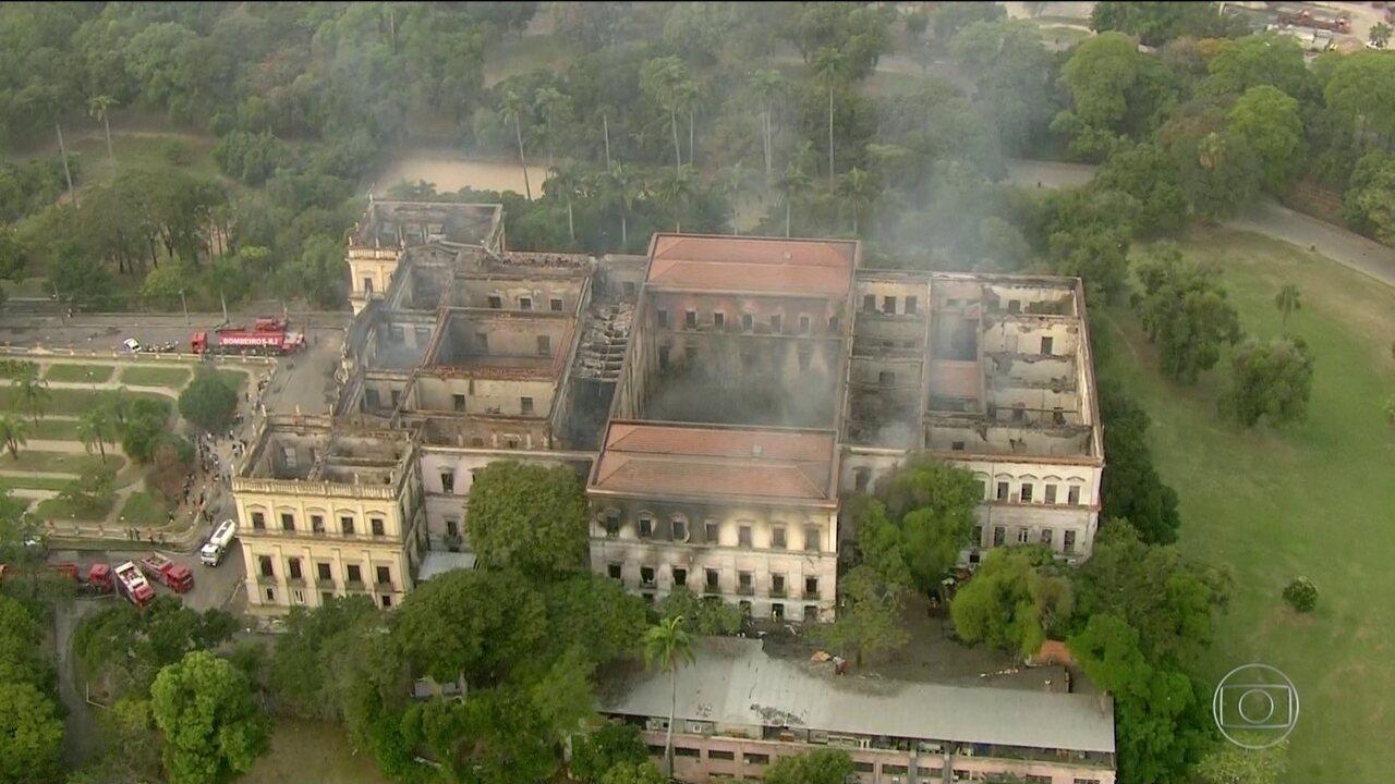 Museu Nacional é destruído por incêndio na Quinta da Boa Vista (RJ)
