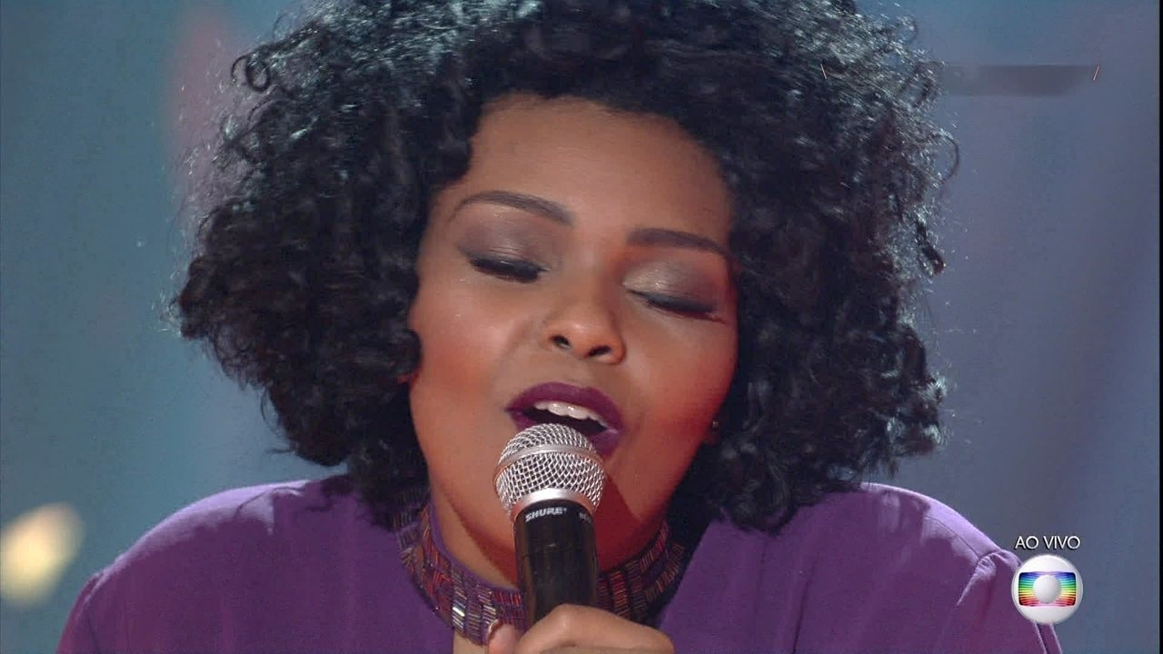 "Andressa Hayalla canta ""Três Palavras"""
