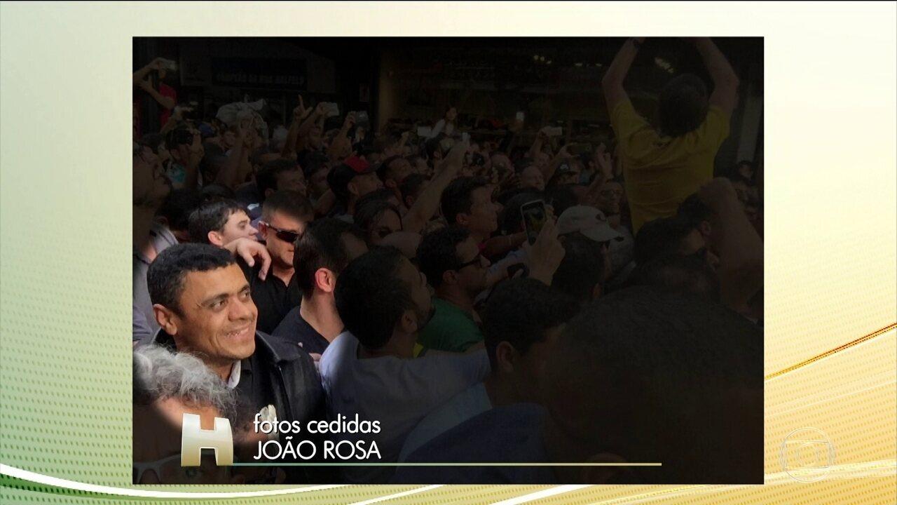 Fotos mostram agressor momentos antes do ataque a Jair Bolsonaro