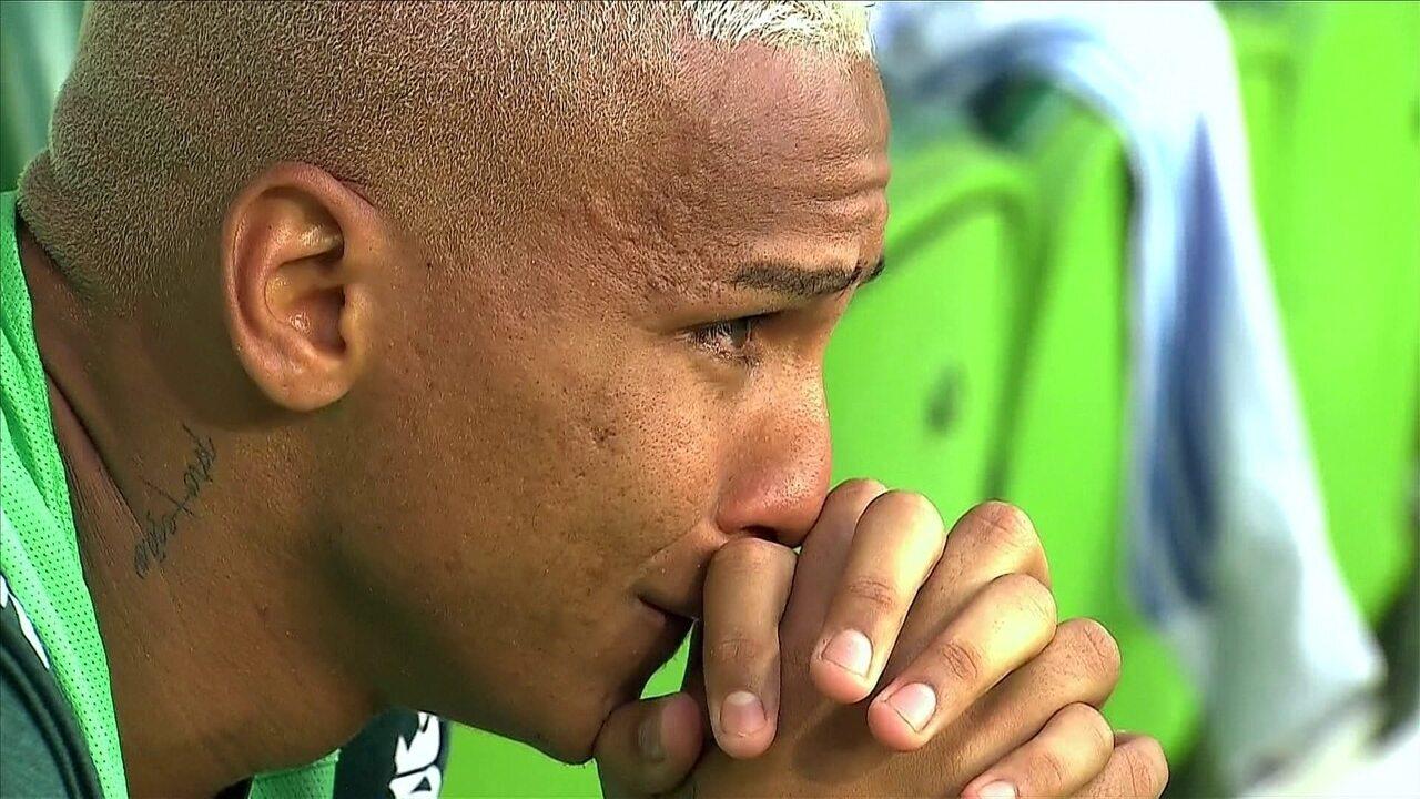 Deyverson chora e vibra com fim da partida contra o Corinthians