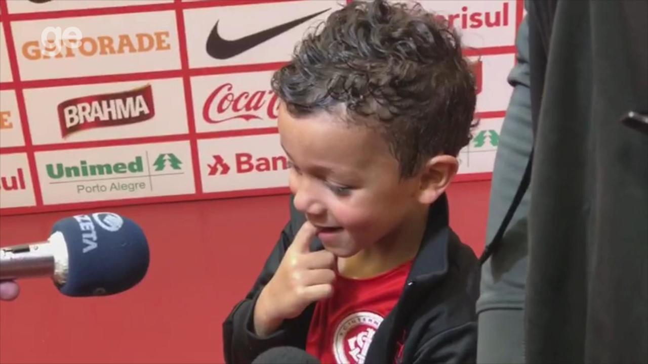 Edenílson cumpre promessa de fazer gol no Gre-Nal ao filho