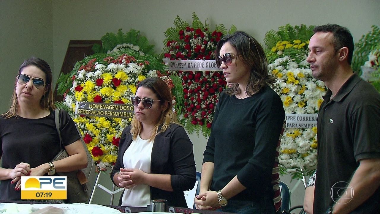 Despedida de Graça Araújo reúne parentes, amigos e fãs em cemitério do Grande Recife