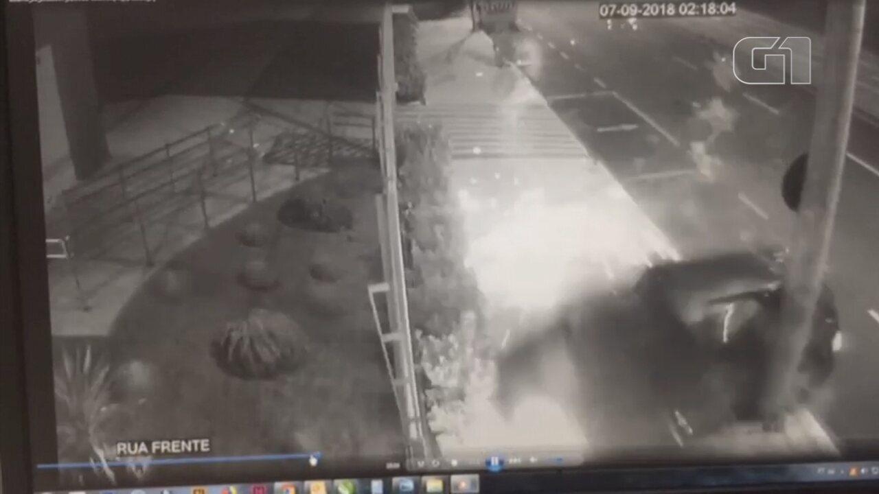 Câmera registra acidente que terminou da morte de mulher e filho em Rio Preto