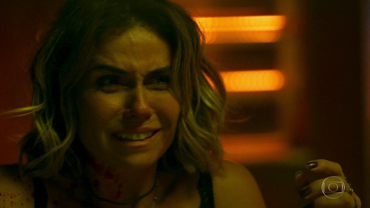 Luzia acorda ao lado do corpo de Remy, e Beto flagra a cena