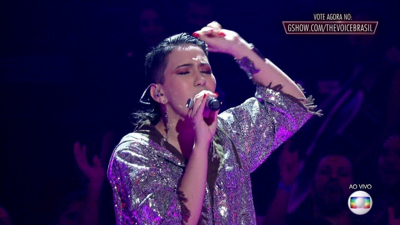 Jennifer Rocha canta