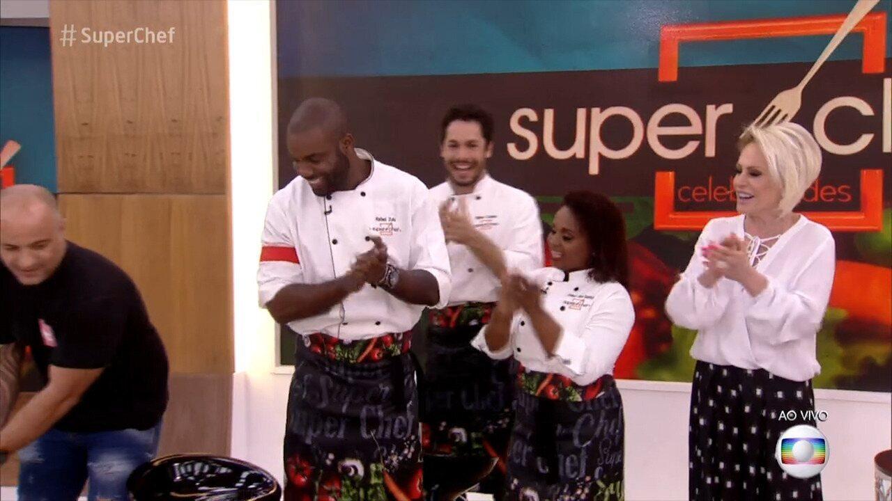 Rafael Zulu faz aniversário e ganha bolo do 'Mais Você'