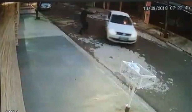 Vídeo mostra sargento da PM atirando em namorado da ex-mulher, em Campinas