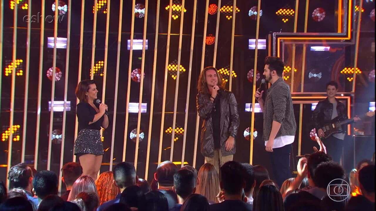 Fernanda Souza levanta a plateia do 'SóTocaTop' ao relembrar música de sua personagem