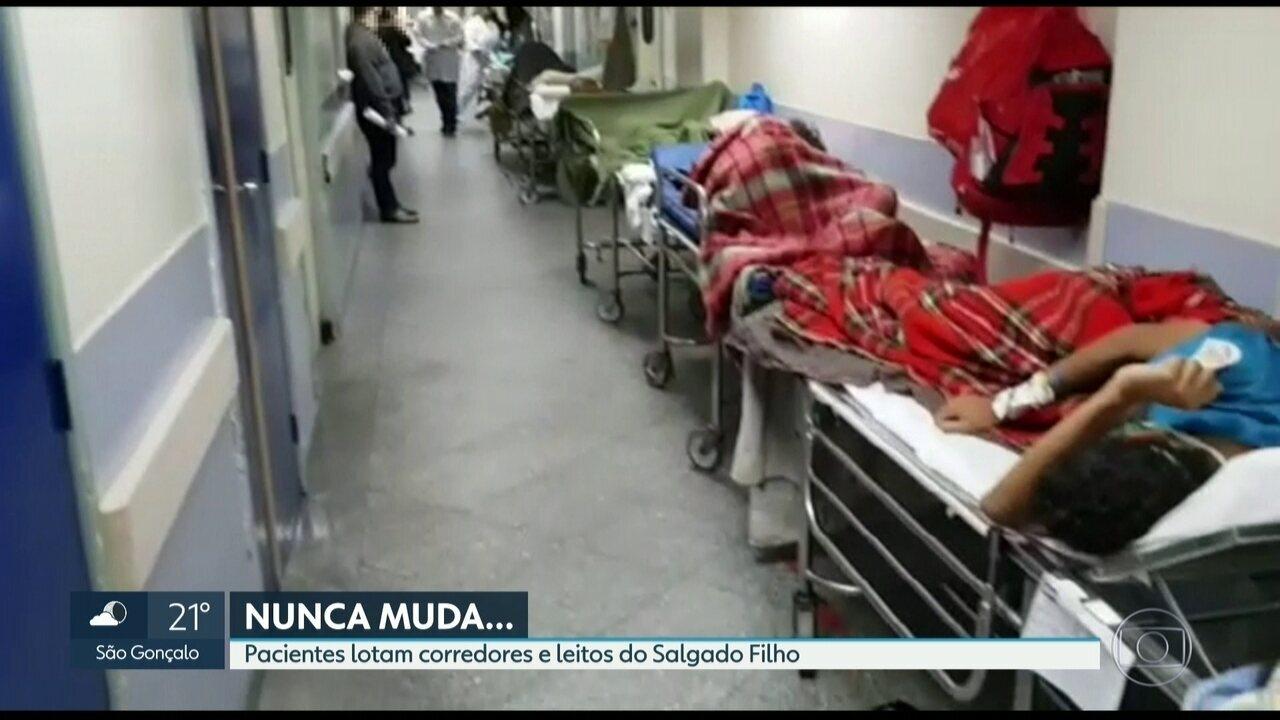 Pacientes lotam corredores do Hospital Salgado Filho
