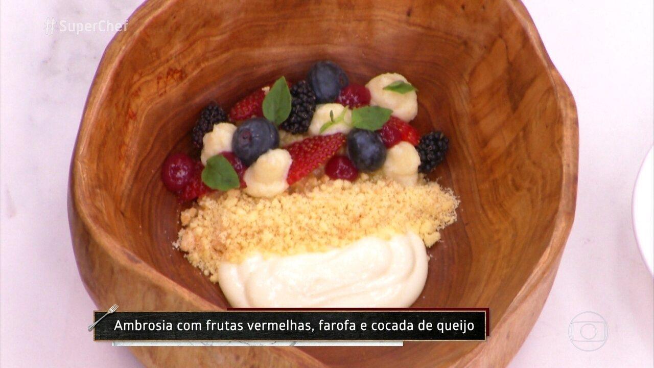 A chef Lisiane Arouca emprata a sobremesa