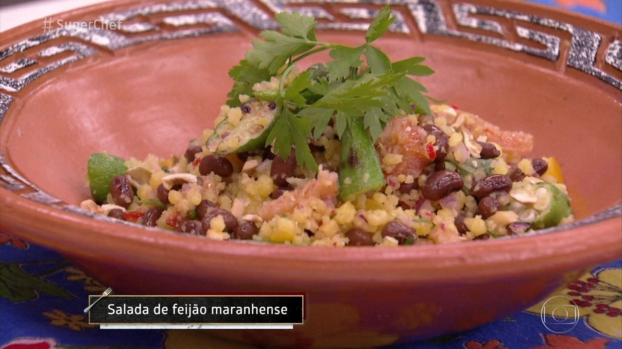 Chef Flávia Quaresma prepara uma Salada Maranhense
