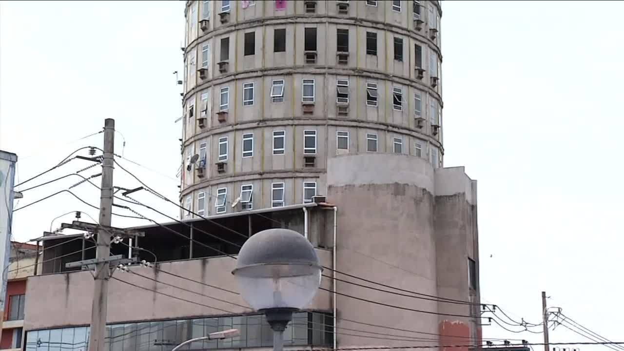 Defesa Civil interdita edifício redondo em Volta Redonda, RJ