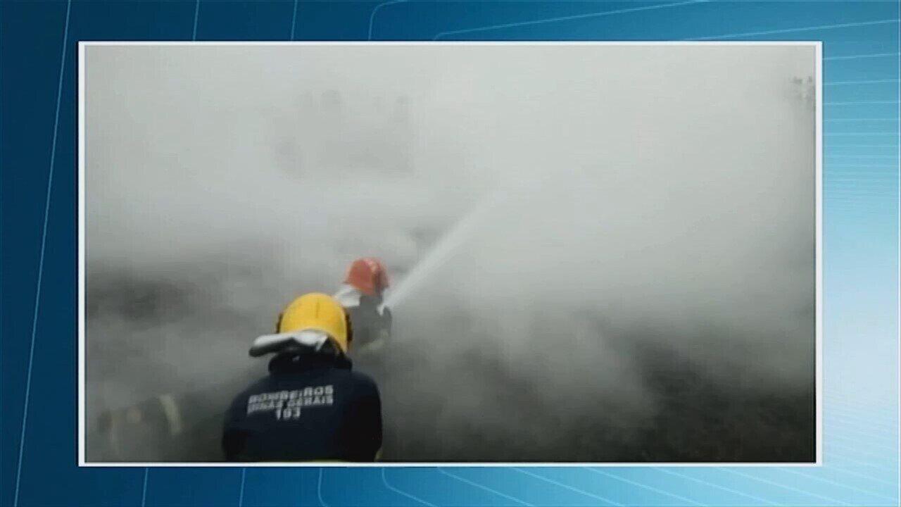 Bombeiros combatem incêndio na área da Planta de Amônia em Uberaba