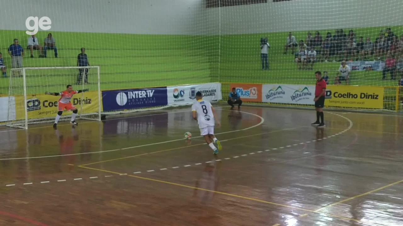 Cobrança de pênalti que definiu vitória na Taça Valadares de Futsal