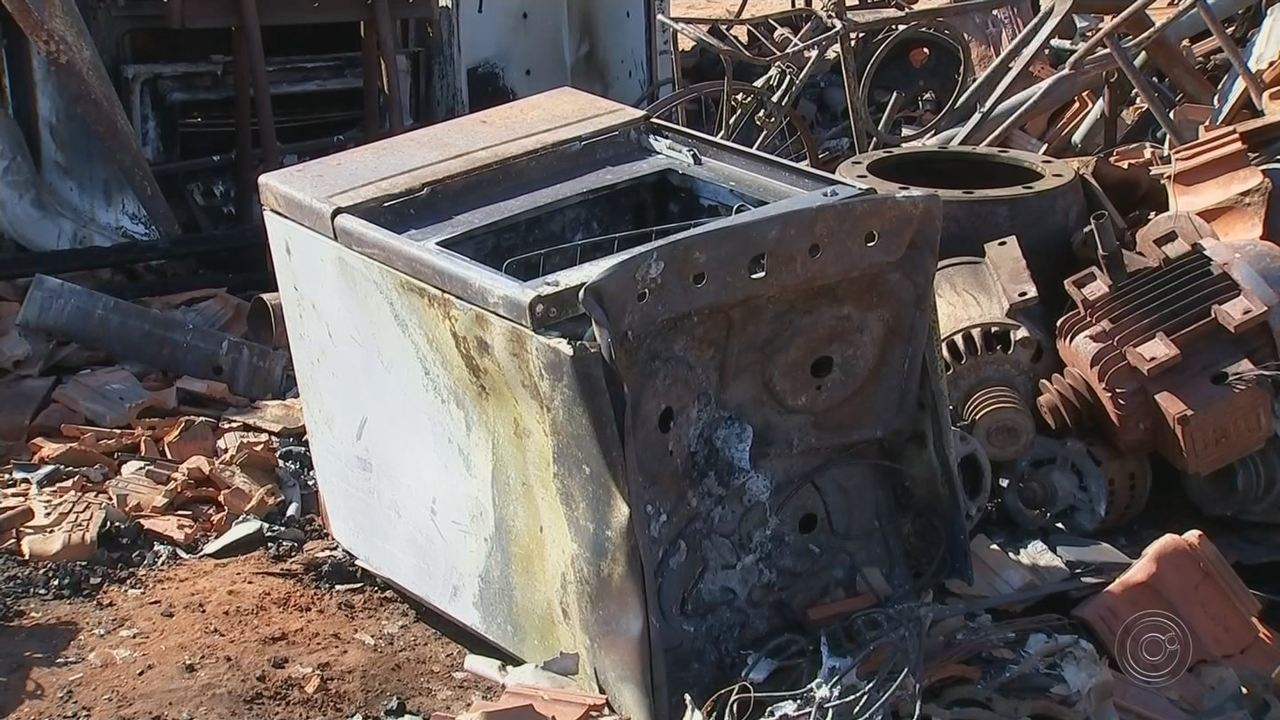 Mulheres fazem campanha para conseguir móveis para idoso que perdeu tudo em incêndio