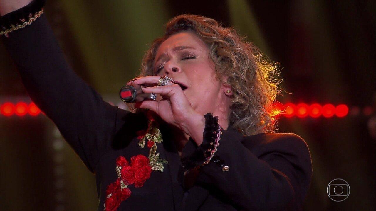 Fafy Siqueira canta