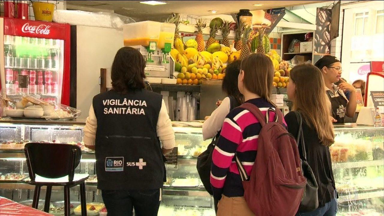 Prefeitura começa a multar restaurantes e lanchonetes que usam canudos de plástico