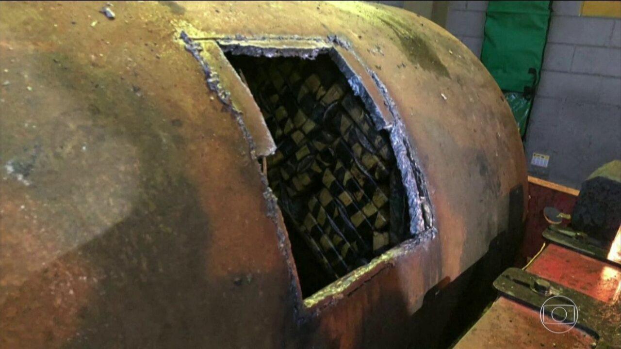 Agentes encontram mais de uma tonelada de cocaína em rolos compressores no Porto de Santos