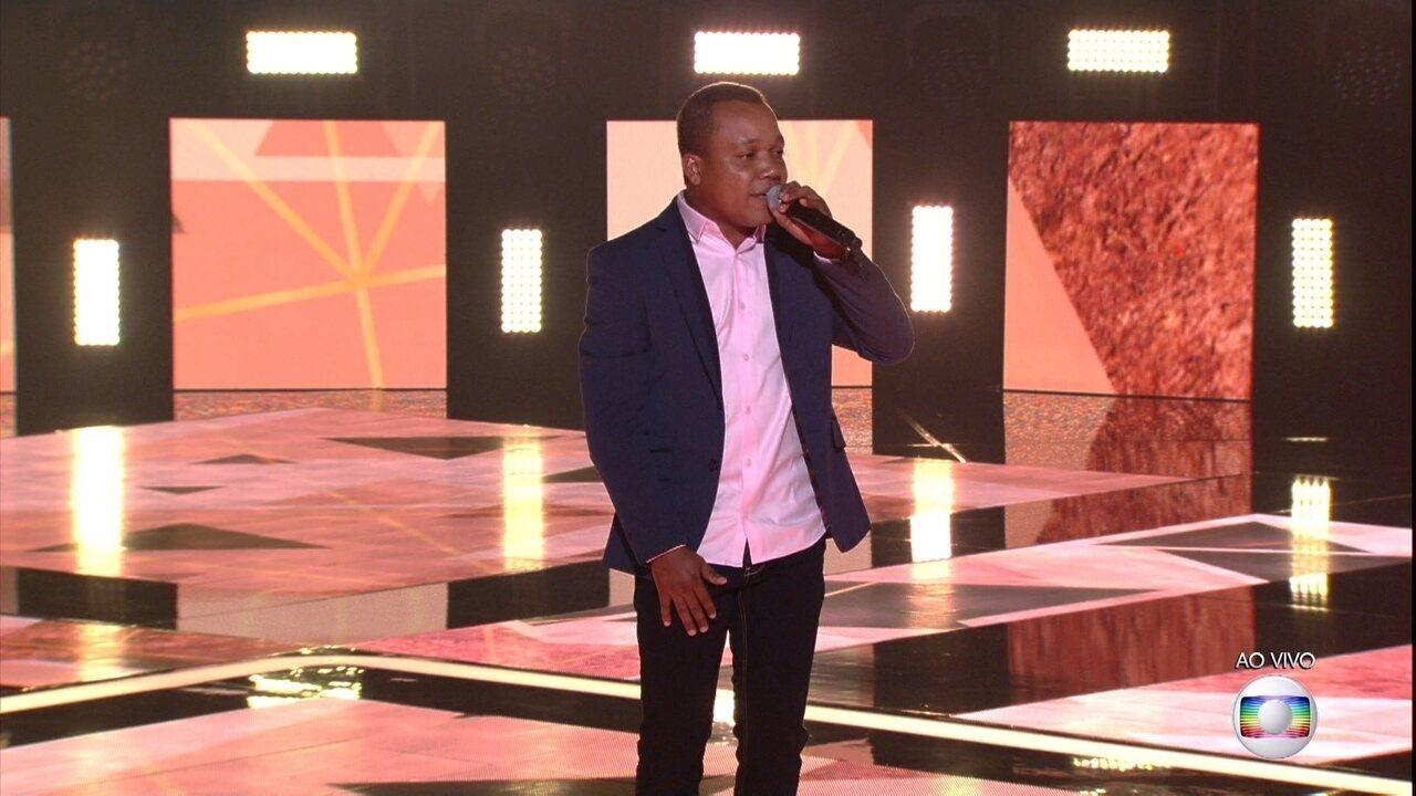 Edson Carlos canta 'No Dia Em Que Saí de Casa'