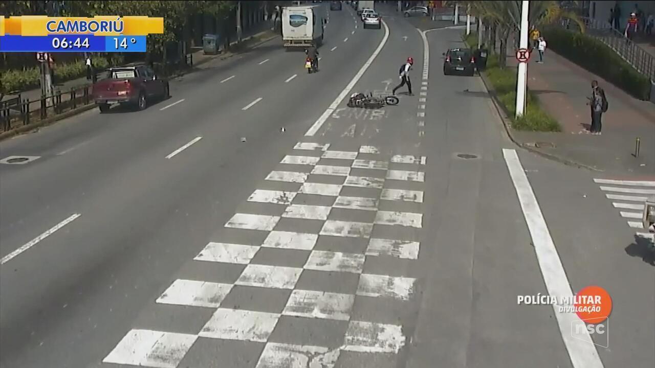 Pedestre é atropelado durante travessia em rua movimentada de Blumenau