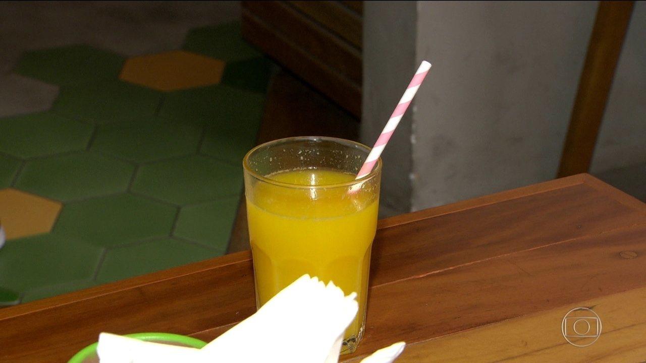 A lei que tornou o Rio a primeira capital a proibir canudos de plástico ainda não pegou