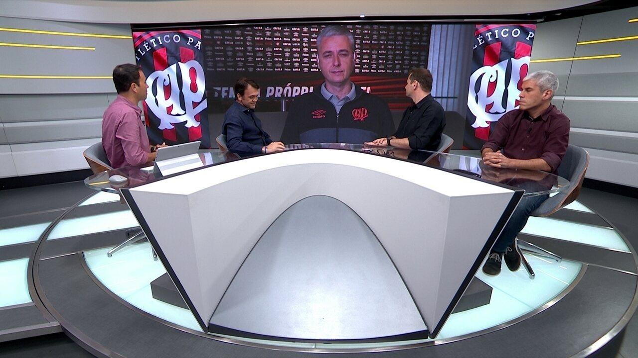 Tiago Nunes, técnico do Atlético-PR, conversa com o Seleção SporTV