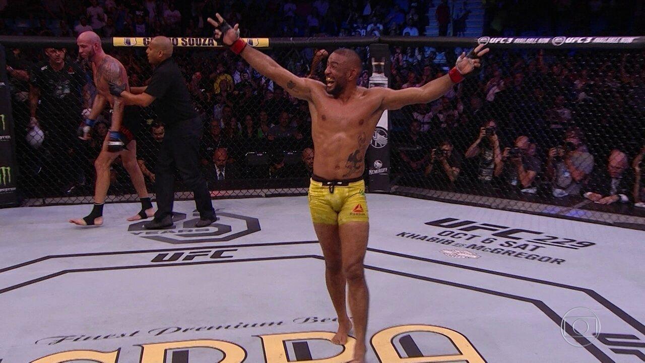 Serginho Moraes vence Ben Saunders por finalização no UFC São Paulo
