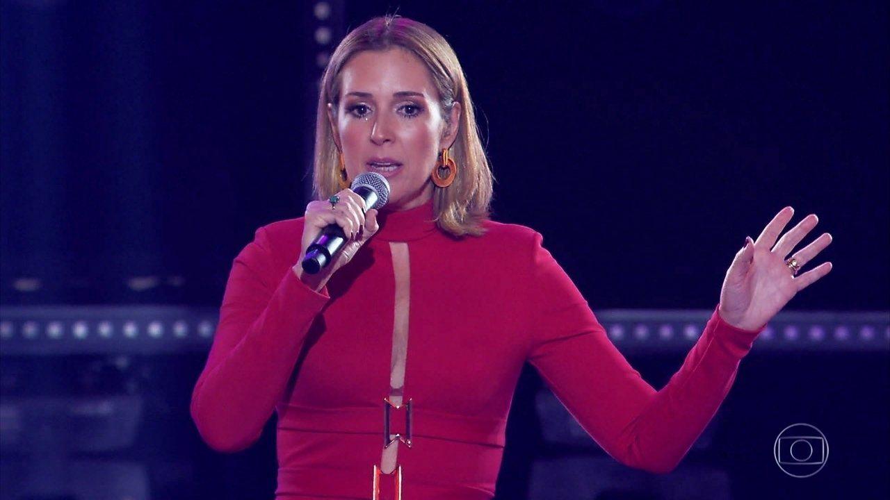 Renata Capucci canta 'Por Você'