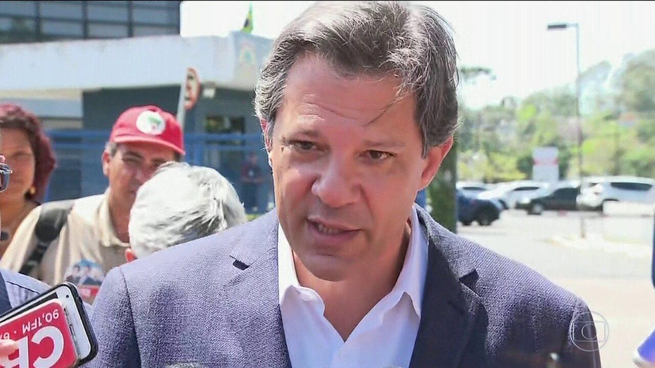 Candidato do PT, Fernando Haddad, fez campanha em Curitiba e São Paulo