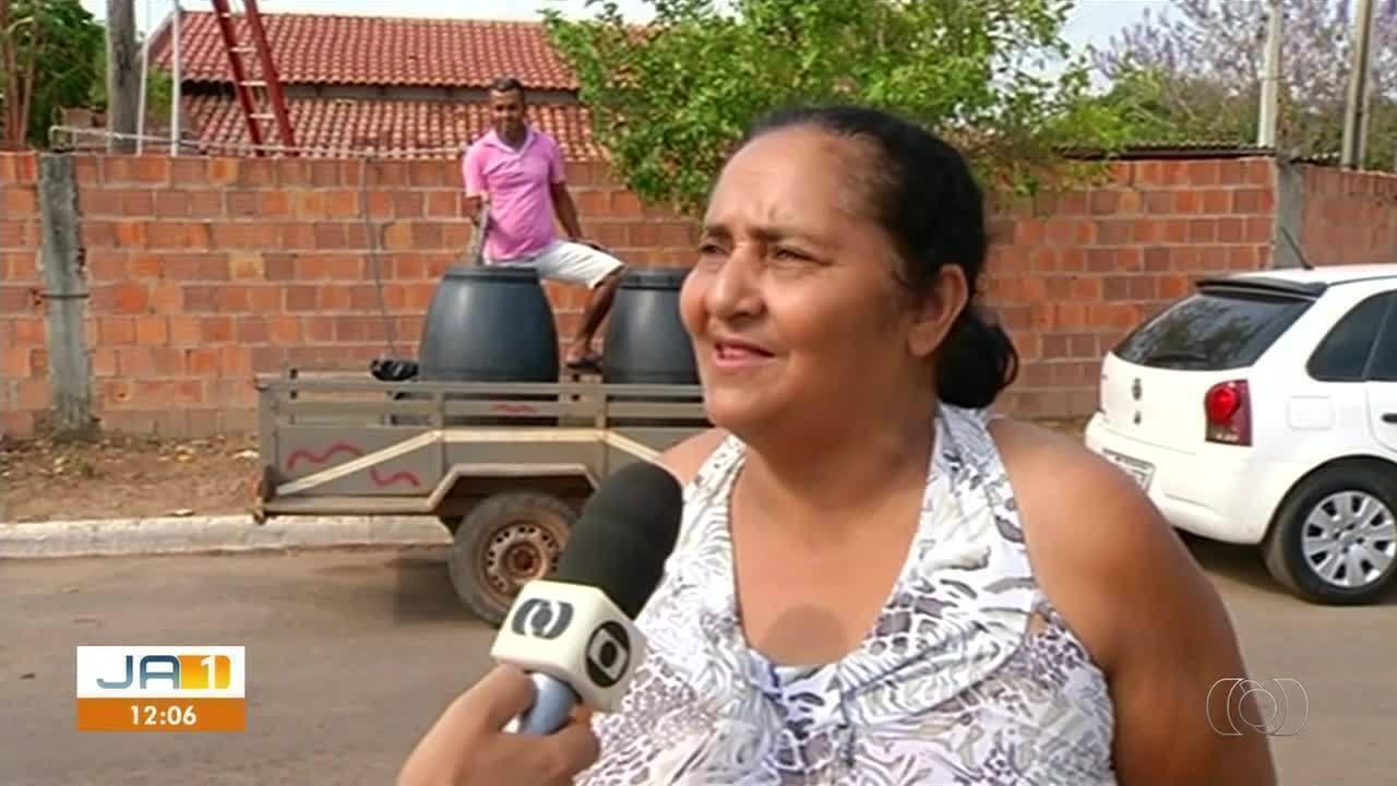 Moradora com poço artesiano distribui água para vizinhos em São Valério