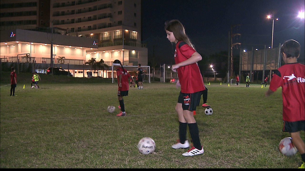 Meninas se inspiram em Marta para seguir carreira no futebol