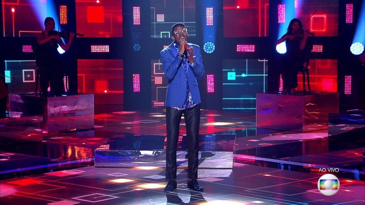 Kevin Ndjana canta