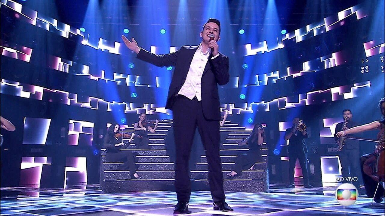 Léo Pain canta