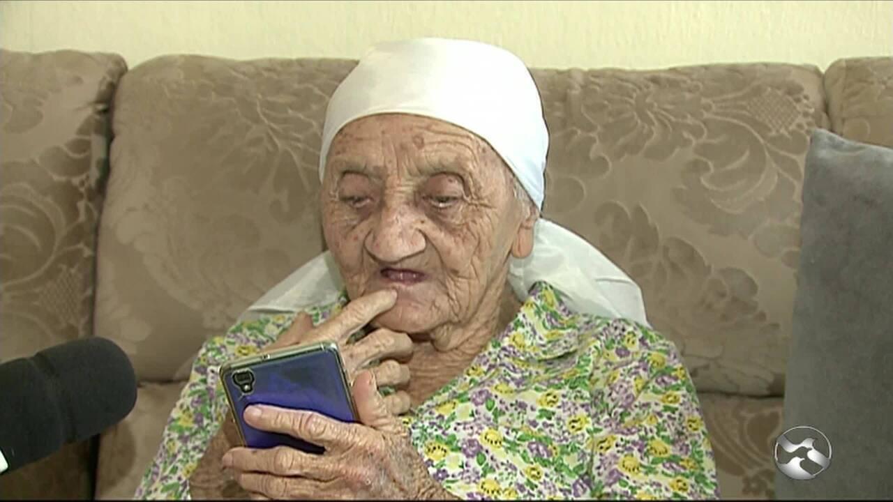Aposentadas centenárias celebram longevidade com gratidão