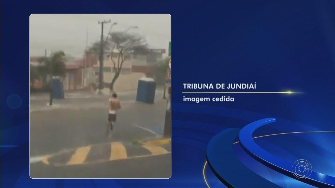 Vídeo mostra banheiros químicos sendo levados pela chuva em Várzea Paulista