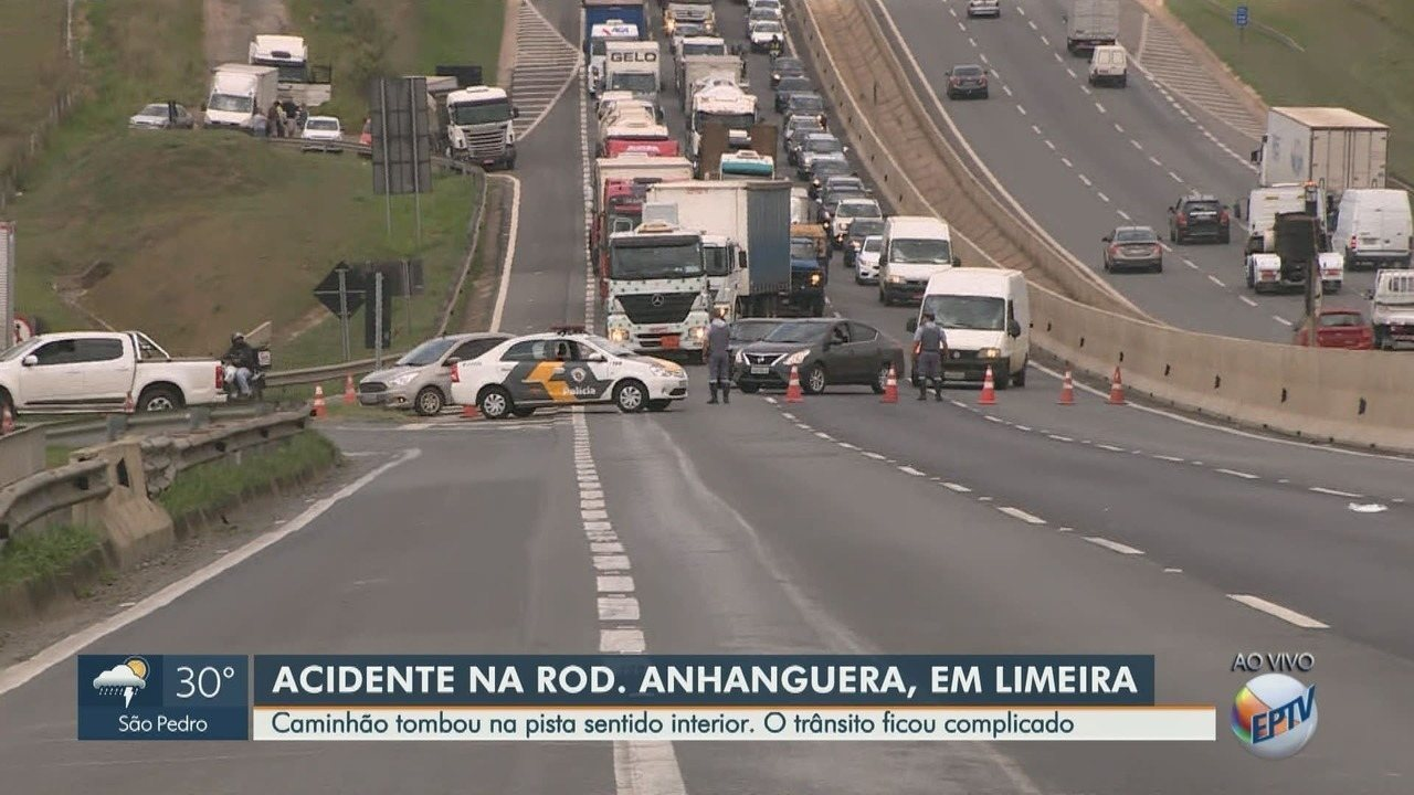 Caminhão-tanque tomba e causa lentidão na Rodovia Anhanguera em Limeira
